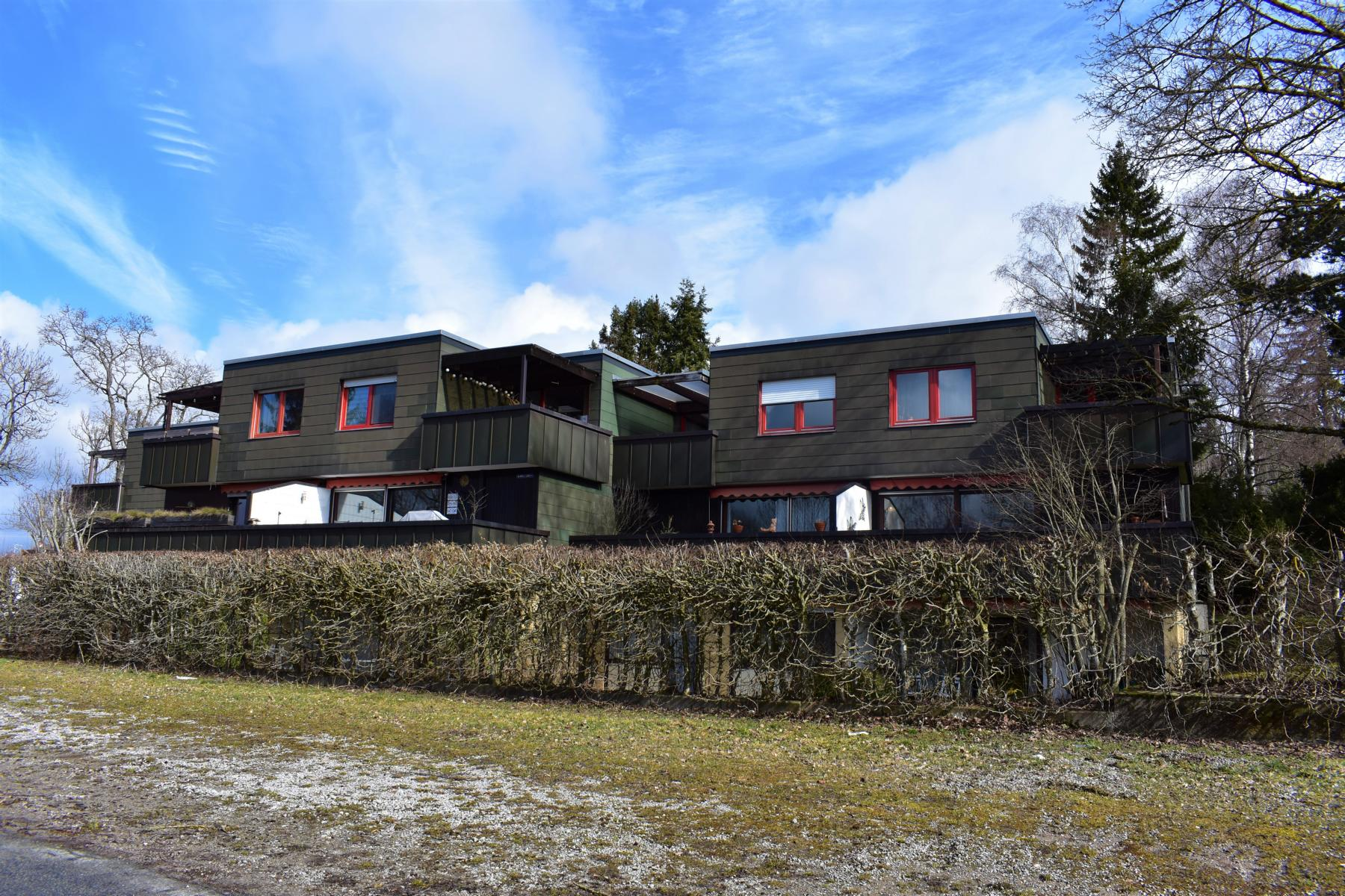 Vermietete 1,5 Zimmer- Hanggeschosswohnung mit sonniger Terrasse und TG-Stellplatz