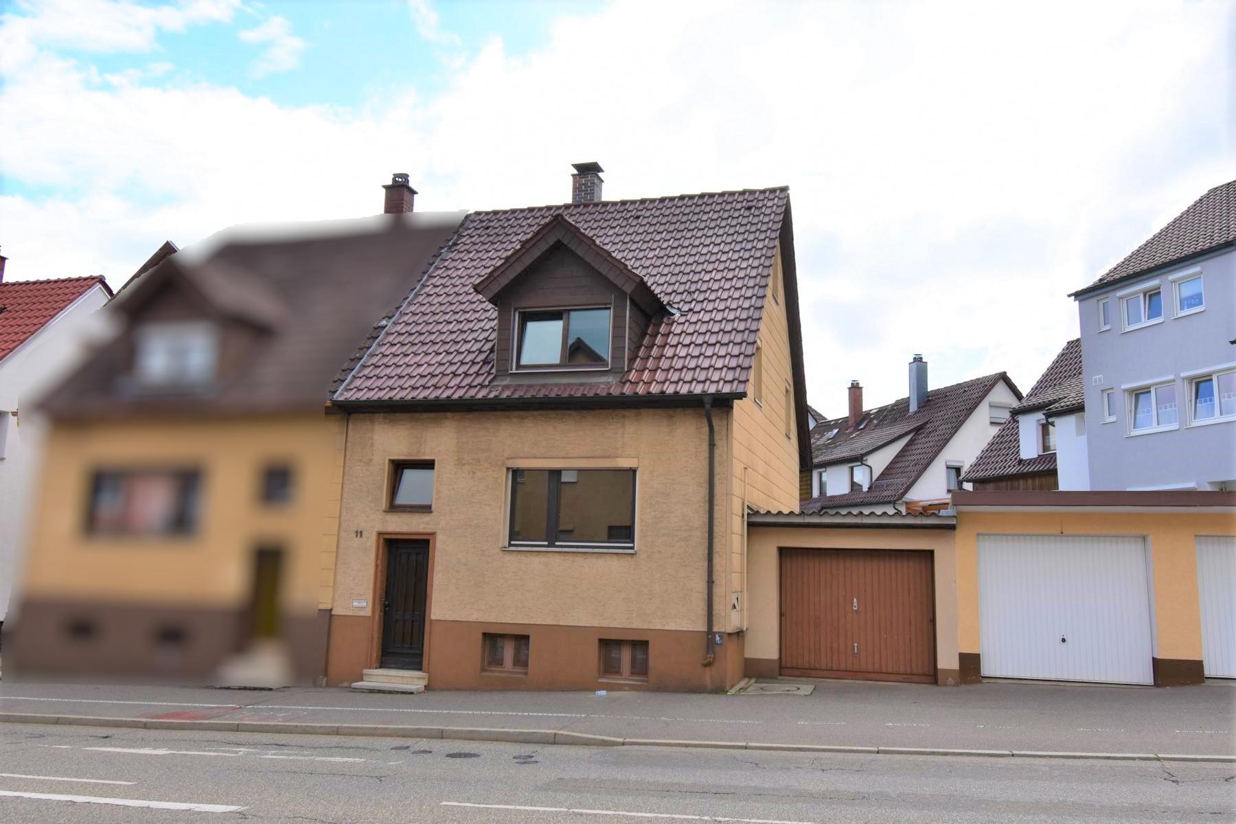 Doppelhaushälfte mit  kleinem Garten und Garage